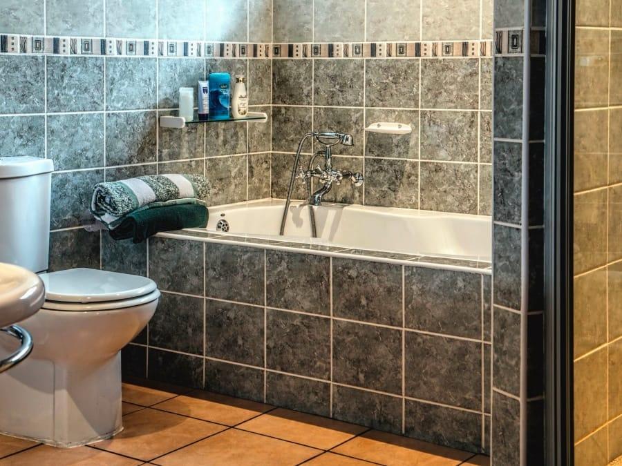I padri sembrano nascondersi in bagno sempre più spesso