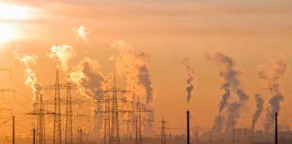 Fabbriche e inquinamento, contro cui cerca di schierarsi il Green Deal europeo