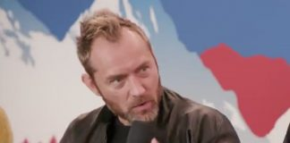 Jude Law durante l'intervista di Kevin Smith