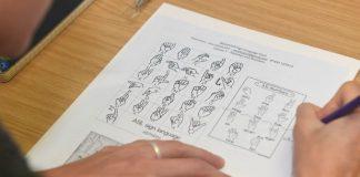 Una petizione per far apprendere il linguaggio dei segni anche a scuola