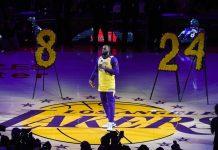 LeBron James durante l'omaggio a Kobe Bryant