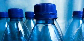 Presto potremo riciclare le bottiglie di plastica grazie a un enzima