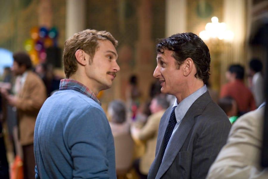Una scena di Milk con James Franco e Sean Penn