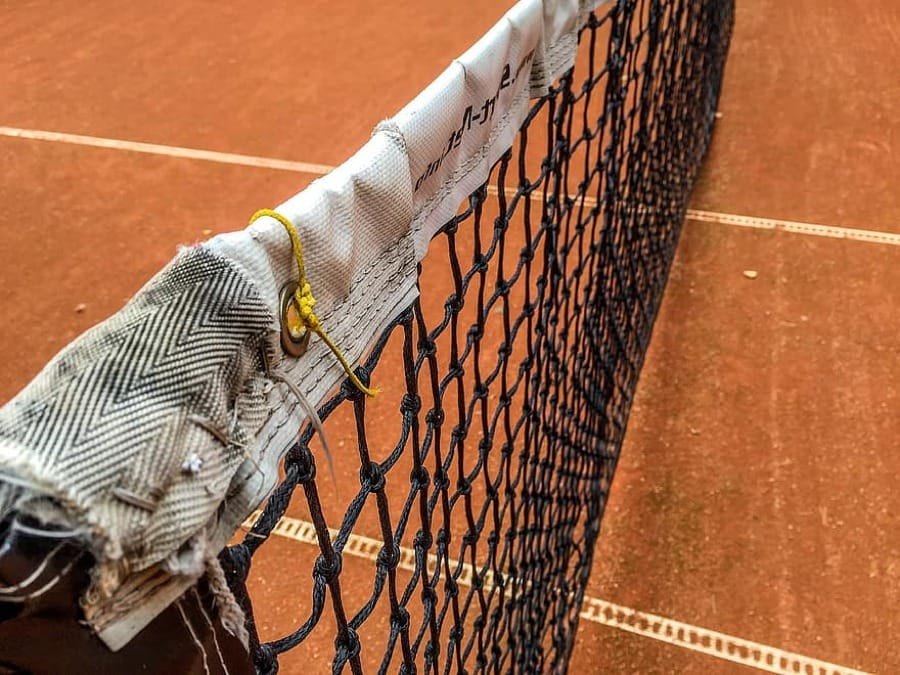 La rete del campo da tennis